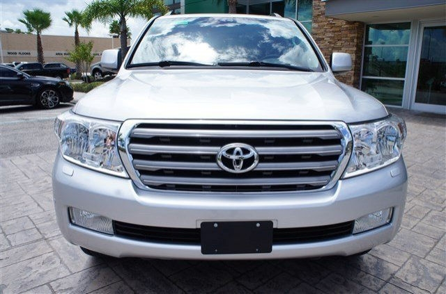 Toyota land cruiser 2013 for sale WhatSapp me : +905389607666